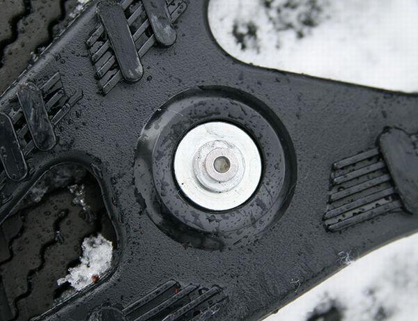 何故、雪道にタイヤチェーンが必要なのか?