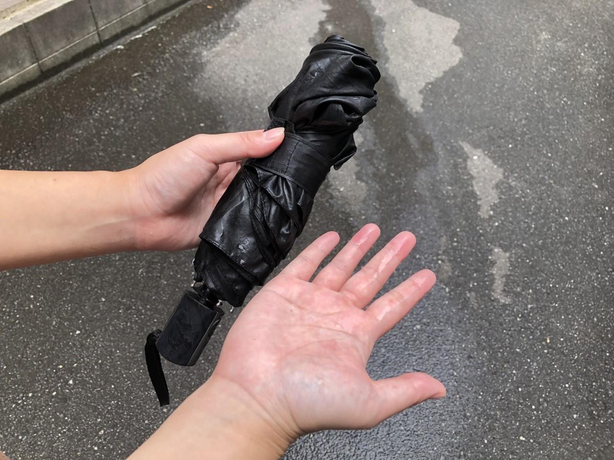 濡れた傘は臭いの元!濡れない傘に変身させるすごいスプレー