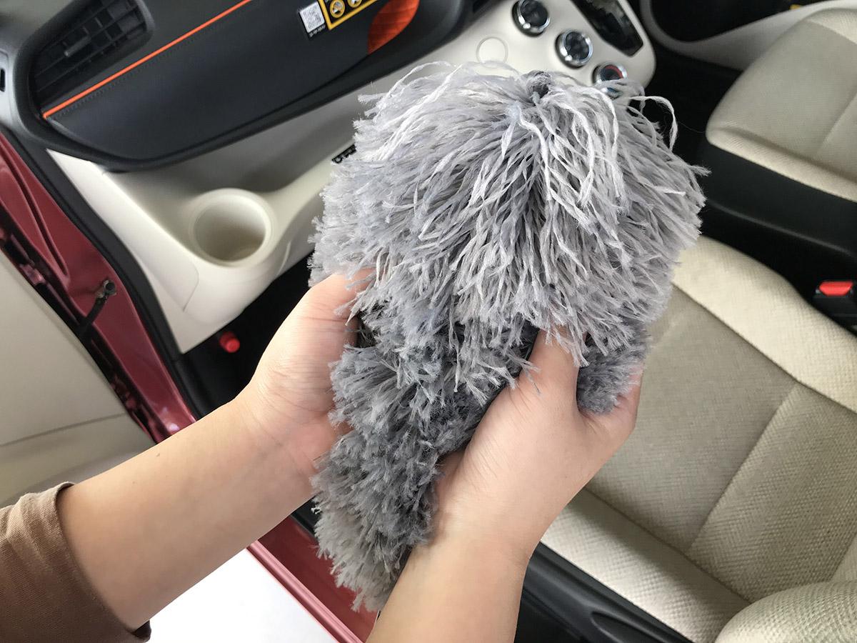 車のホコリ取りからお菓子のゴミまで!車内の汚れを一掃するおすすめ便利モップ!