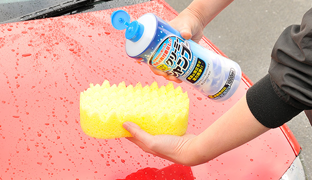 For some car shampoo, it's better to apply the liquid directly to a sponge.