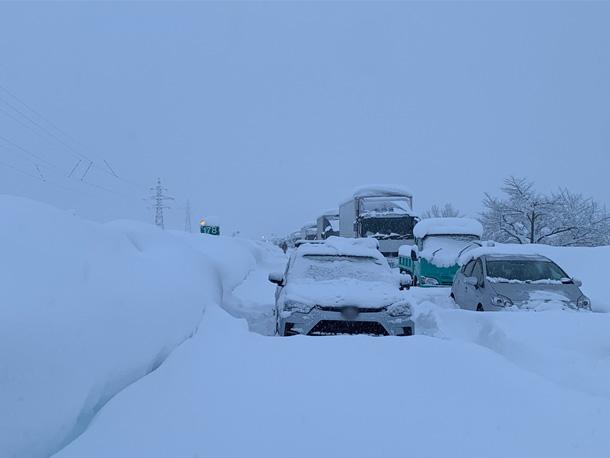 【大雪で車が立ち往生!雪道ドライブ対策と防災の備え】をアップしました。