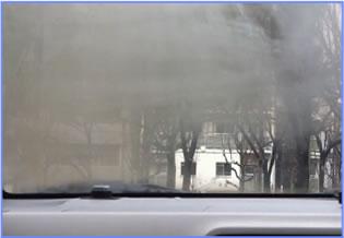 ガラスの外側と内側の温度差が大きい冬は特にくもりやすい