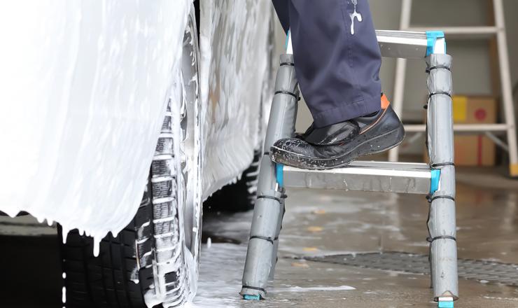 洗車に脚立を使用するメリットと注意点